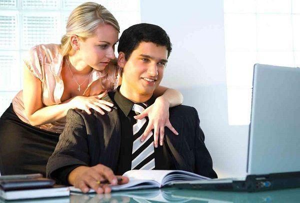 Чем опасны отношения на работе
