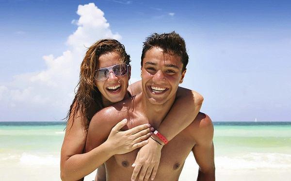 Как познакомиться парнем на пляже
